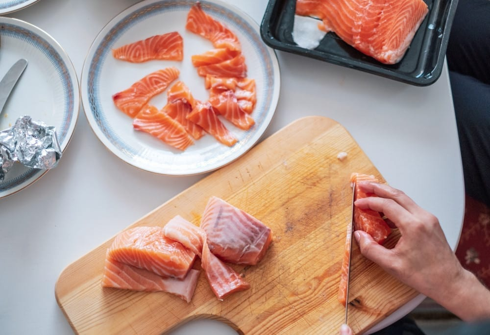 How to clean a cutting board wood